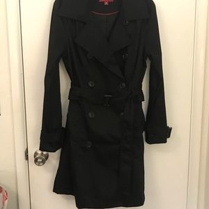 Black water repellent trench coat